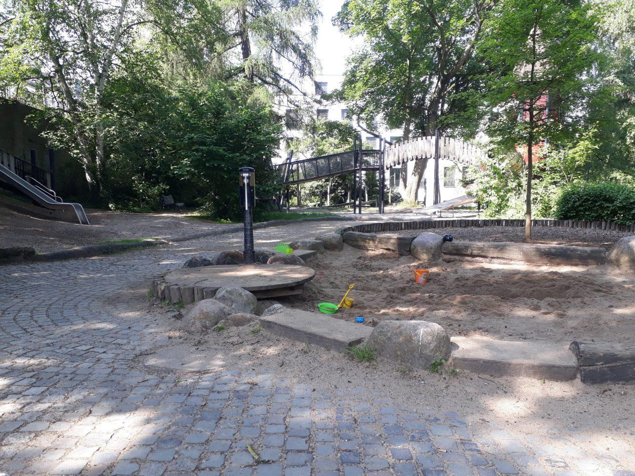 Spielplatz Schloßpark Wasserpumpe